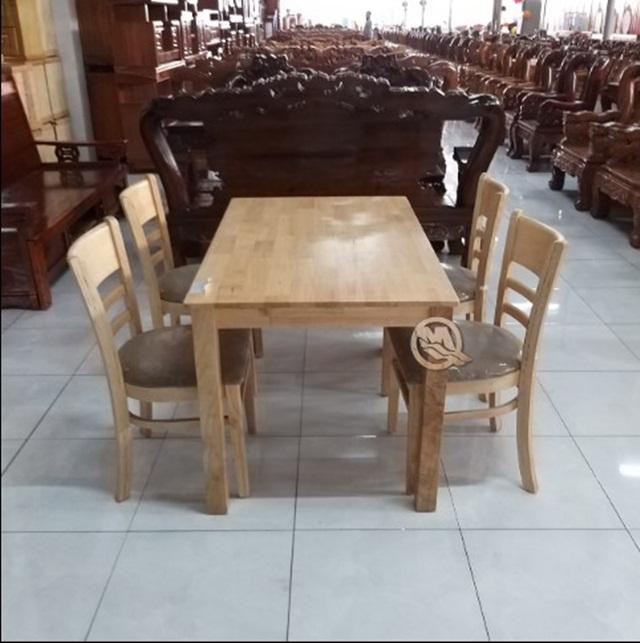 Bộ bàn ăn gỗ cao su phù hợp với diện tích nhỏ gọn