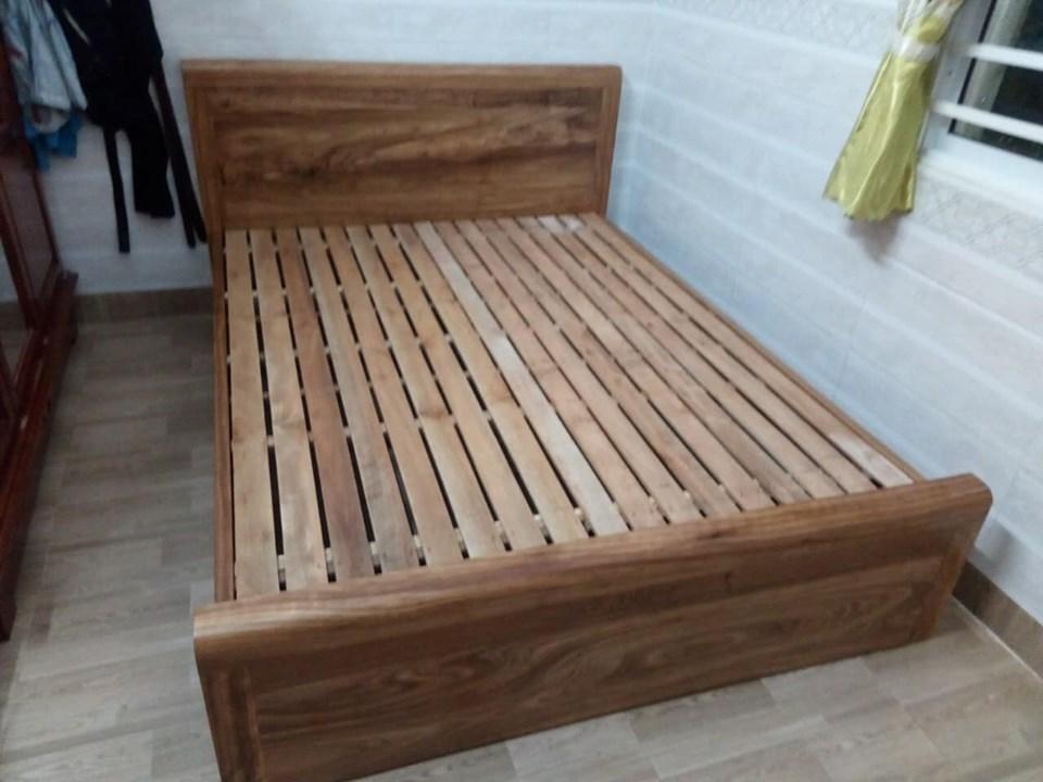 Giường ngủ gỗ tự nhiên giá rẻ
