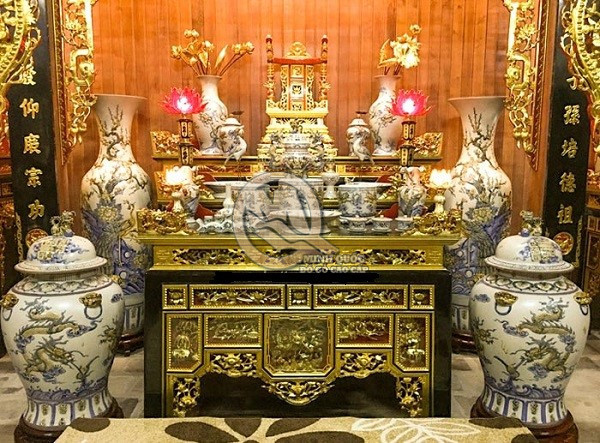 Sử dụng ngai thờ làm điểm nhấn trên bàn thờ gia tiên