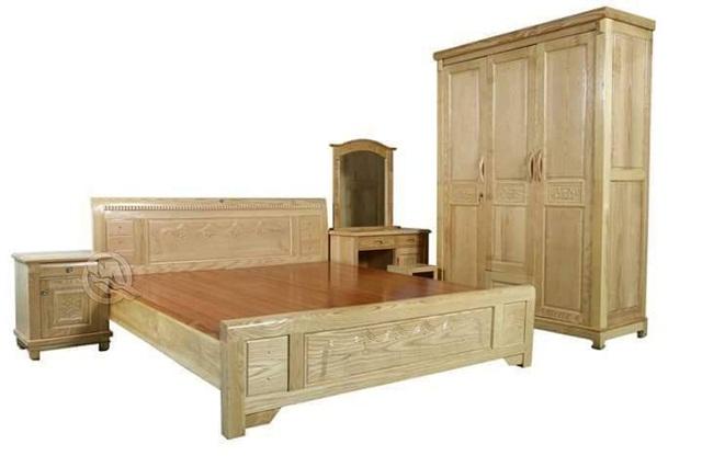 Giường gỗ sồi có màu sắc bắt mắt, phối hợp với các đồ nội thất khác tạo nên tổng thể hài hòa