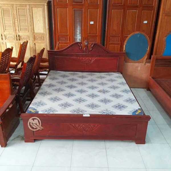 Giường Nữ Hoàng Ngọc Gỗ Hương - SP633