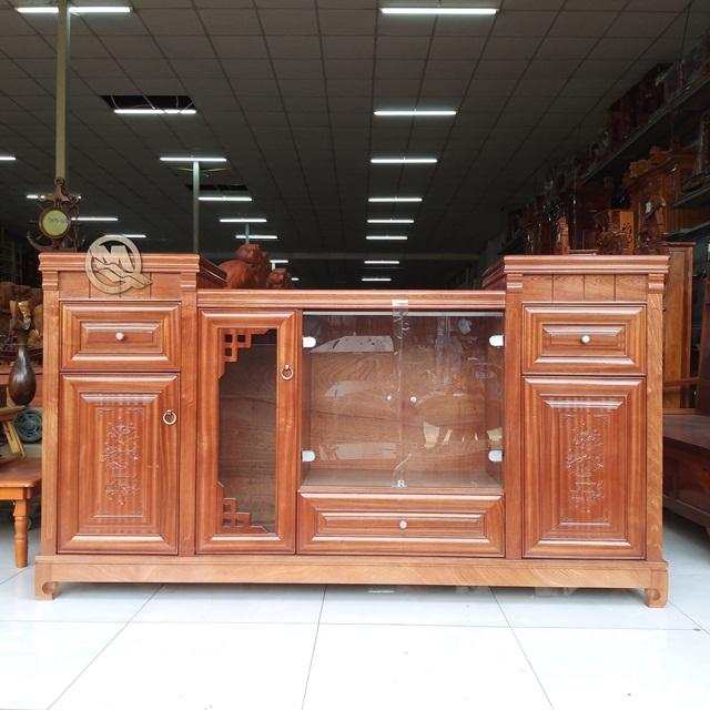 Kệ tivi gỗ xoan được nhiều người ưa chuộng